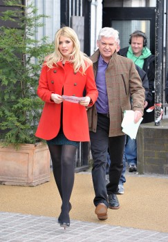 "Holly Willoughby - On Set of ""This Morning"" in London 21.05.2012 x18"